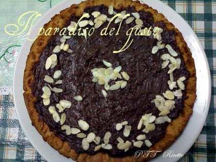 Crostata con crema al cioccolato e mandorle