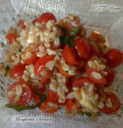 Farro con pomodorini e mozzarella