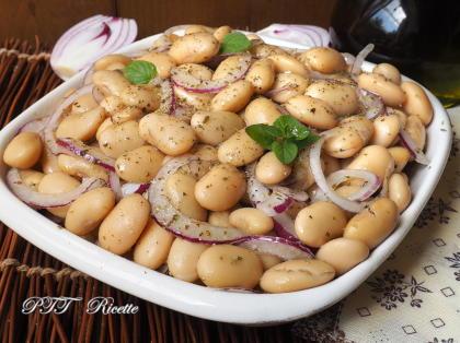 Insalata di fagioli e cipolle rosse