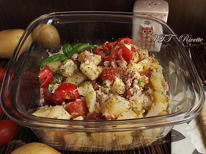 Insalata di patate, tonno e pomodorini