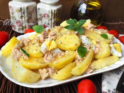 Insalata di patate, tonno e uova