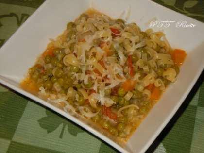 Pasta e piselli con carote