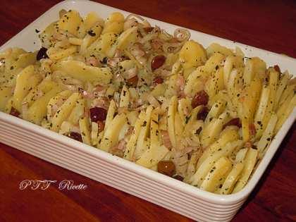 Patate al forno con olive, cipolla e pancetta