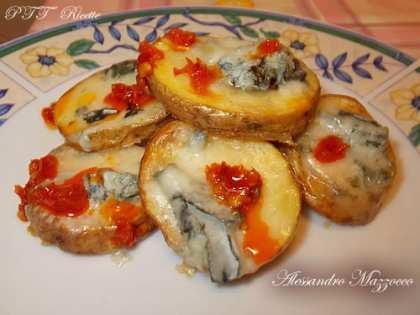 Patate al forno piccanti con gorgonzola