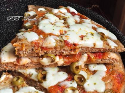 Pizza veloce senza lievito di birra, con farina di farro