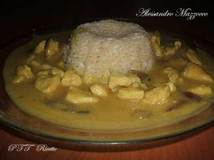 Pollo al curry con riso bianco