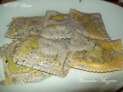 Ravioli con tartufo nero e crema al pecorino