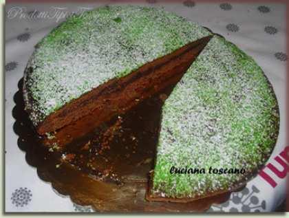 Torta al cioccolato fondente ripiena di confettura di mele