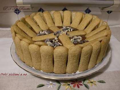 Torta con Pavesini, panna, Philadelphia e Nutella
