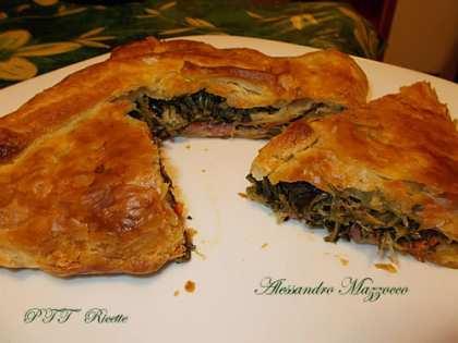 Torta rustica con cicoria e salsiccia ripassata