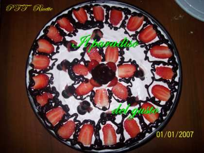 Torta yogurt, cioccolato e fragoline