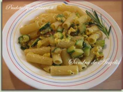 Tortiglioni alla carbonara di zucchine
