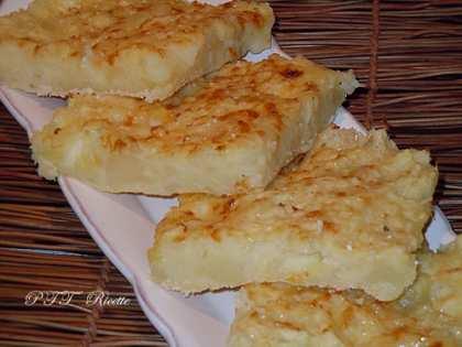 Tortino di patate, ceci e mozzarella al forno