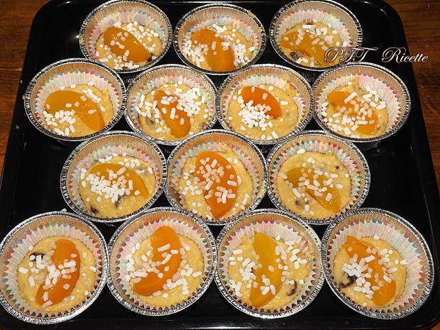 Muffin al cocco con pesche sciroppate 8