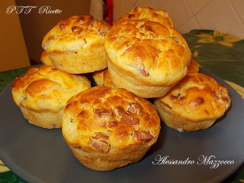 Muffin salati con groviera e mortadella