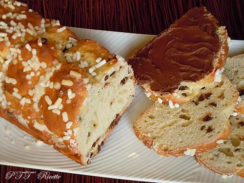 Pan brioche dolce con gocce di cioccolato