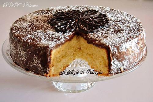 Pan di Spagna al cocco con glassa al cioccolato
