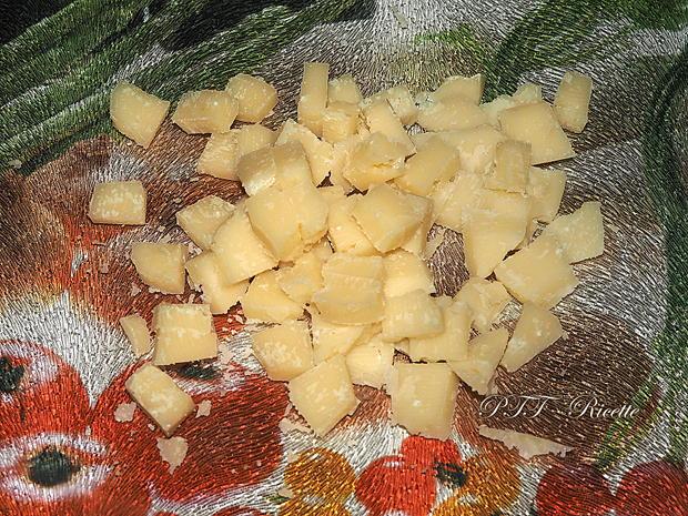 Pandoro salato con pancetta, provolone e parmigiano 4