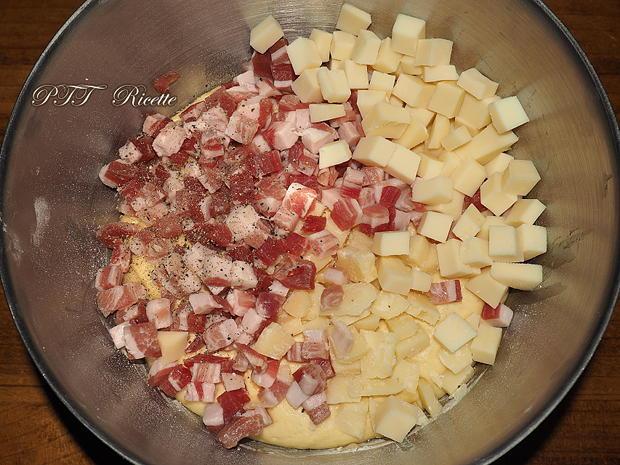 Pandoro salato con pancetta, provolone e parmigiano 6