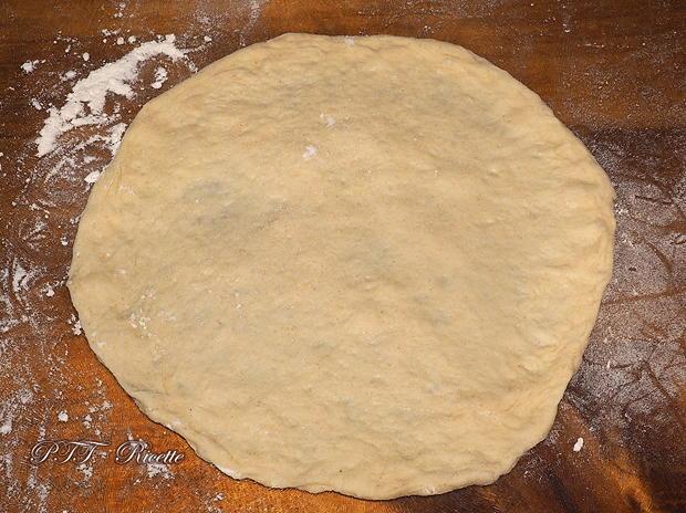 Pane arabo con provola, insalata e prosciutto crudo 13