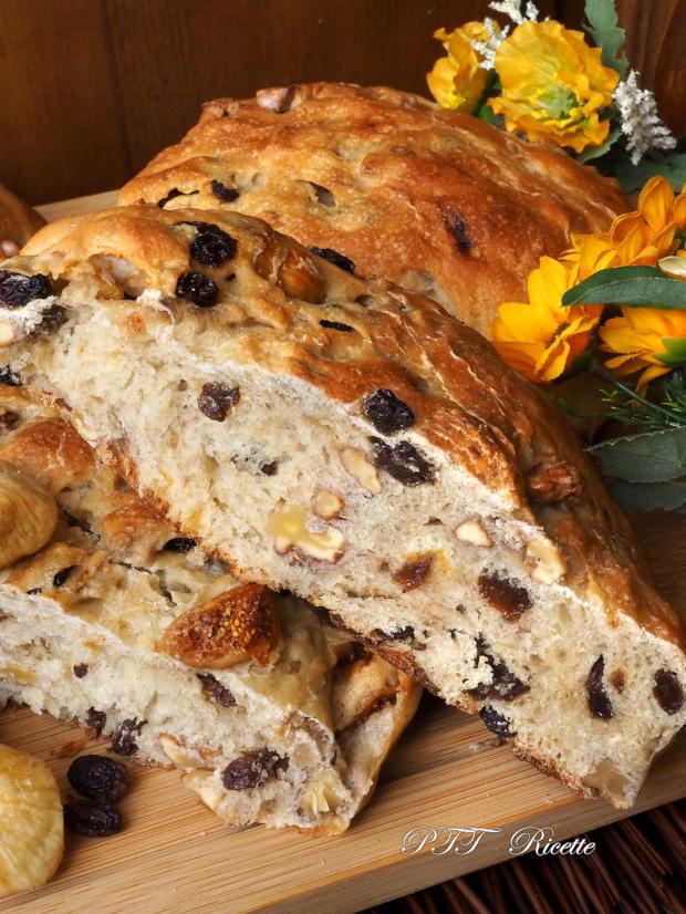 Pane con fichi secchi, noci e uvetta 10