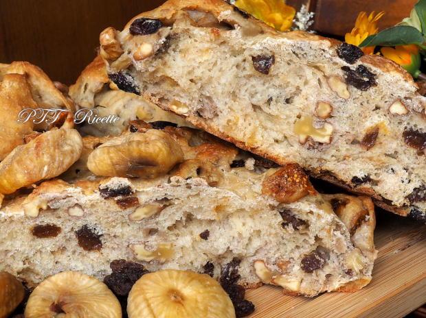 Pane con fichi secchi, noci e uvetta 9