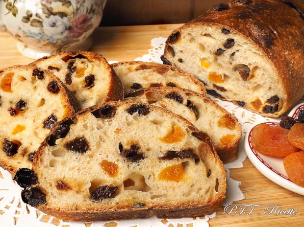 Pane dolce con lievito di kefir d'acqua e frutta secca