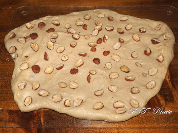 Pane dolce con nocciole 5
