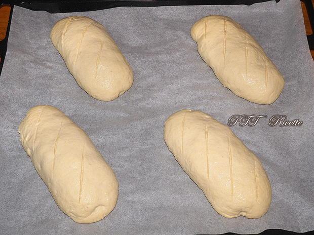 Panini di semola con cubetti di prosciutto, emmental e olive 15