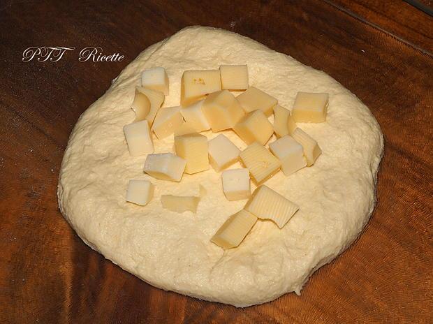 Panini di semola no-knead ai formaggi 9