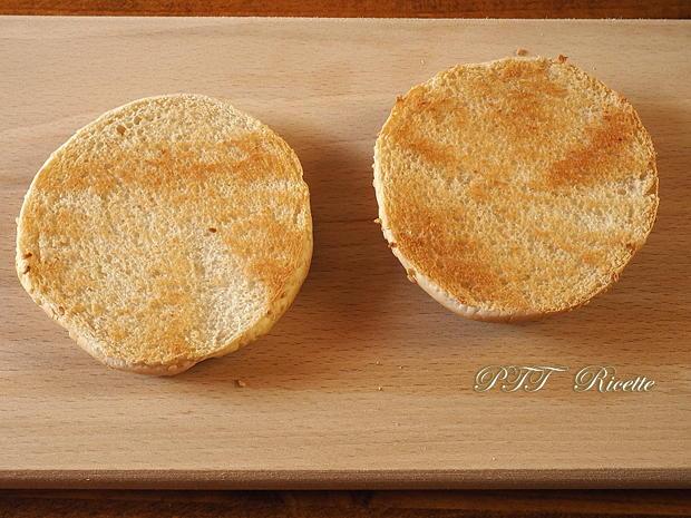 Panino con burger vegetale e crema di ceci 1