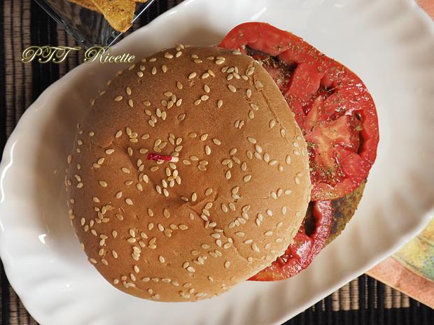 Panino con burger vegetale e crema di ceci 7
