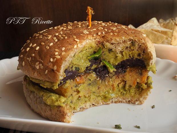 Panino con burger vegetale e crema di piselli alla nepitella 5