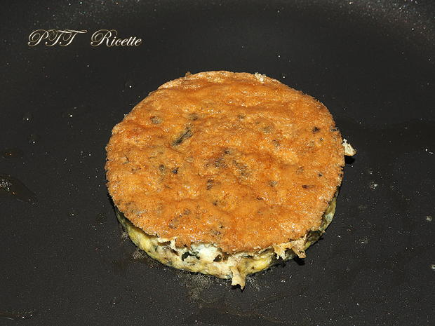Panino con hamburger di tacchino, bacon e frittatina 2