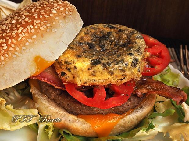 Panino con hamburger di tacchino, bacon e frittatina 9