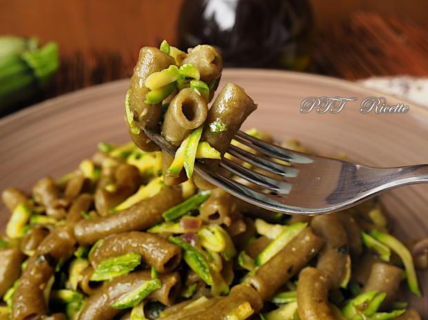 Pasta al basilico con zucchine 4