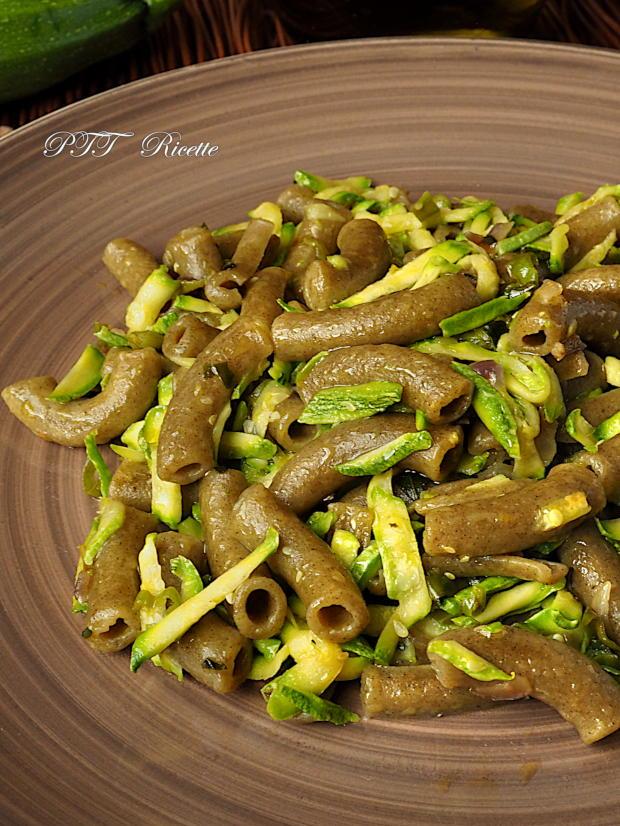 Pasta al basilico con zucchine 5