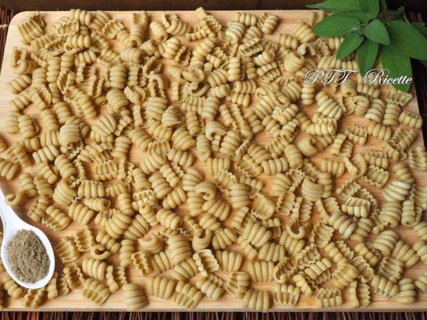 Pasta aromatizzata alla salvia con Pasta Maker Philips 6