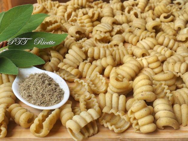 Pasta aromatizzata alla salvia con Pasta Maker Philips