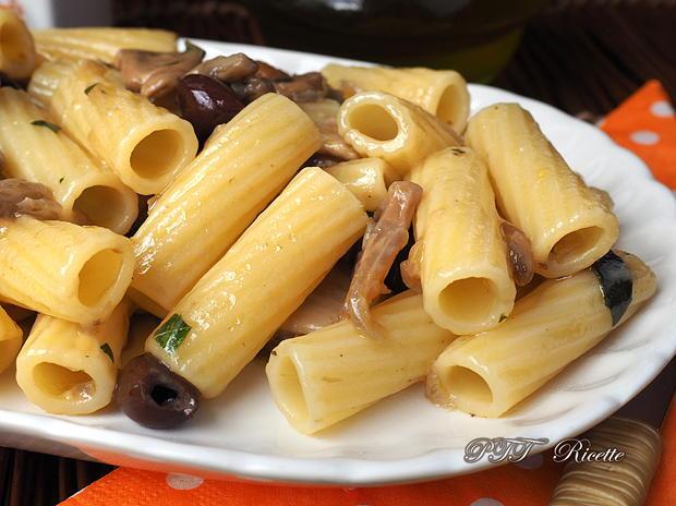 Pasta con funghi porcini e olive nere 3
