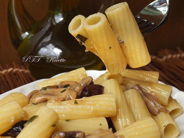 Pasta con funghi porcini e olive nere 4