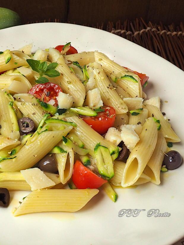 Pasta fredda con zucchine, olive e pomodorini 5