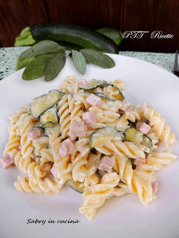 Pasta zucchine, panna e prosciutto cotto 1