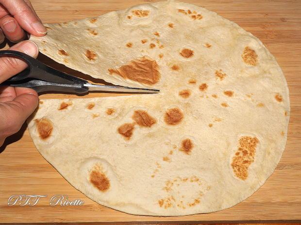 Piadina a portafoglio con prosciutto crudo, formaggio Gouda e pomodorini 5