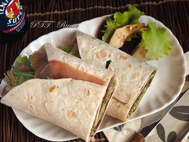 Piadina con barbabietola, gorgonzola e prosciutto crudo 6