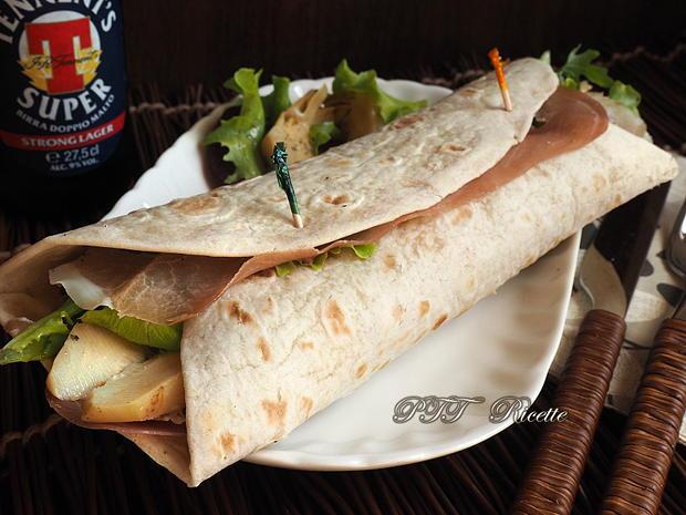 Piadina con barbabietola, gorgonzola e prosciutto crudo 7