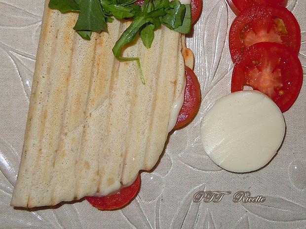 Piadina con galbanino, pomodori e rucola