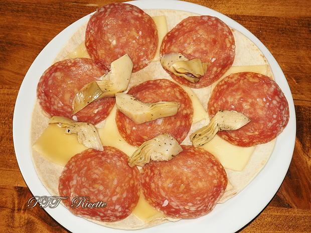 Piadina con salame, formaggio Gouda e carciofini 2