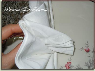 Piegare i tovaglioli a ventaglio 5