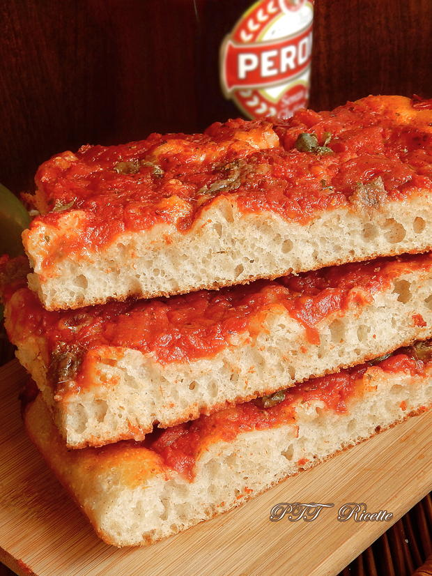 Pizza a lunga lievitazione con pomodoro, capperi e acciughe 7